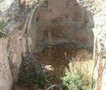 La citerne avec voûte en partie détruite du château de Leondari (ou Leontari). Crédits : Martine Breuillot