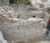 Fouille d'une chapelle absidale de la chapelle du château de Montbazon. Cliché Maer Taveira.