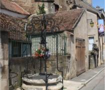 Puits de Semur-en-Auxois. Crédits :Jérôme Benêt