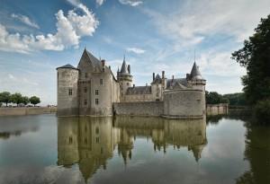 Le château de Sully-sur -Loire entouré d'eau