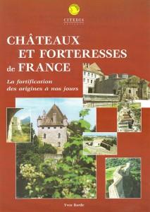 """Couverture de """"Châteaux et forteresses de France - La fortification des origines à nos jours."""""""